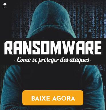 Hacker na frente de linhas de código com o escrito