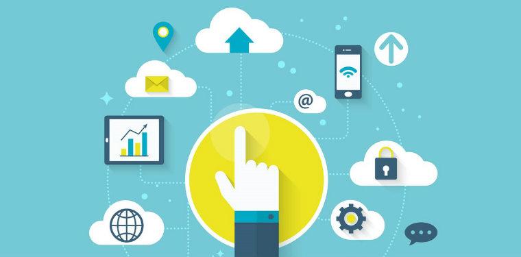 Ilustração de uma mão com nuvens e itens de configuração representando o gerenciamento de serviços em nuvem