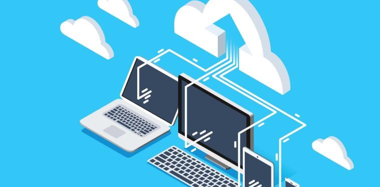 notebook, computador, tablet e celular conectados em um desenho de nuvem em um fundo azul. representação da conectividade da Cloud computing