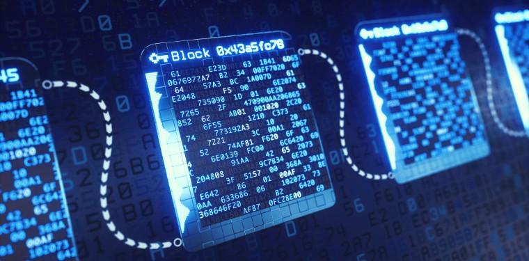 Blocos de luz com dados binários interligados num sistema de blockchain, presente no contexto de revolução industrial 4.0